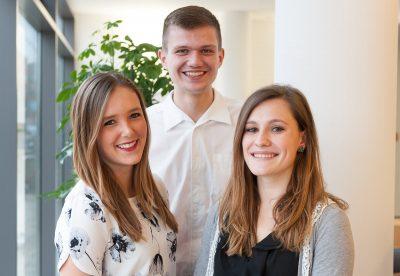 Drei Mitarbeiter im Freiwilligen Sozialen Jahr - Gruppenfoto